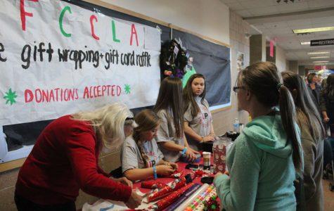 Holiday spirit starts to spread at this year's Mistletoe Market