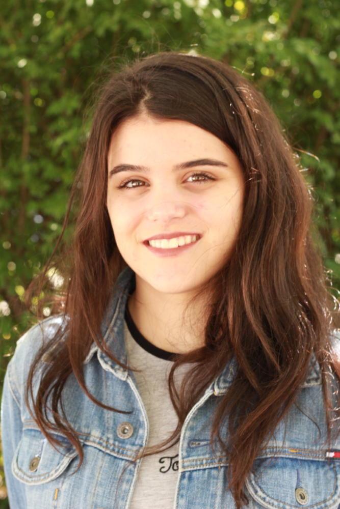Isabela Mercer, Staff Writer
