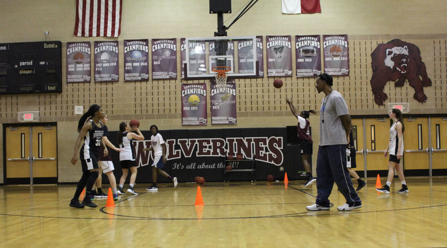 Coach Williams goes over shooting drills with the Lady Wolverines.
