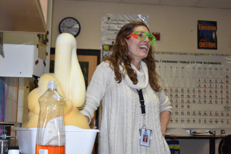 Ms.+Furr%2C+2018+Teacher+of+the+Year+demonstrates+%22elephant+toothpaste%22+experiment+for+her+4th+period+class.