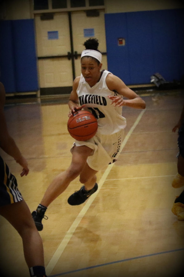 Senior Jada Peebles uses her speed on the court.