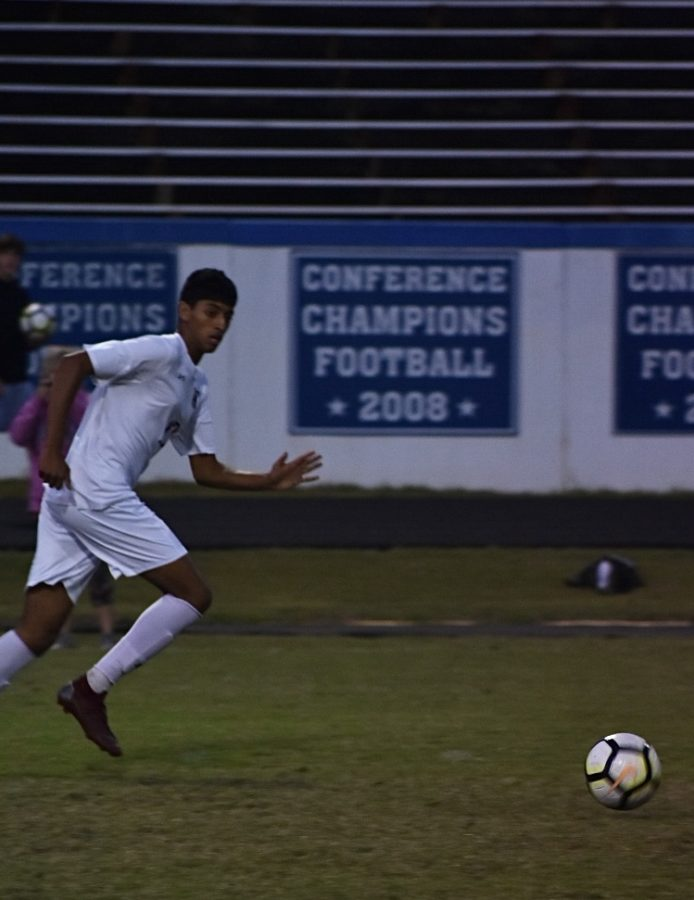 Viveck Baht runs to receive the ball from a pass.