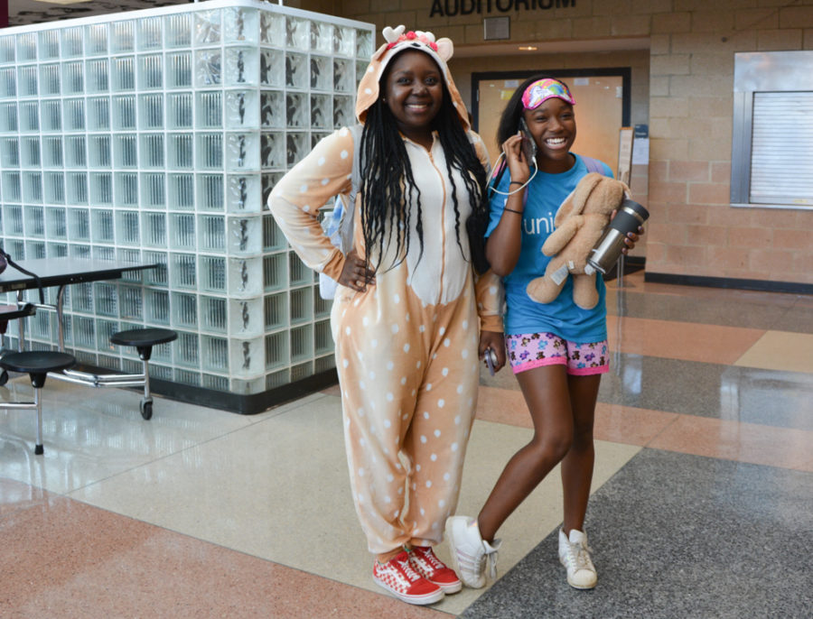 Students+lazily+roll+through+Monday+on+pajama+day.