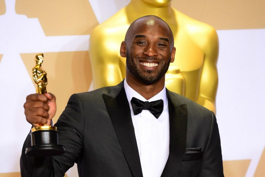 Kobe Bryant smiles after winning at the 2019 Oscar Awards.